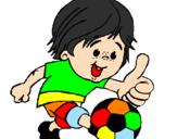Desenho Rapaz a jogar futebol pintado por menino com bola