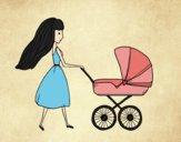 Mãe com carrinho de criança