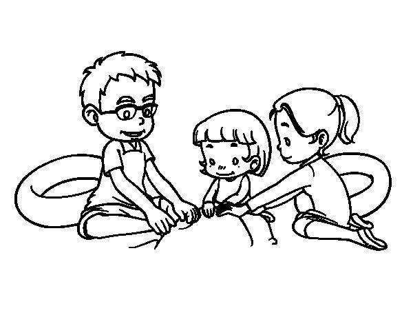 Desenho de Família na praia para Colorir